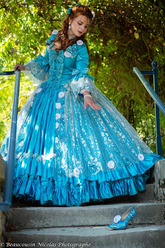 Cendrillon perdant sa chaussure animation costumée shooting photo costume haute couture il était une fois made in france robe sissi